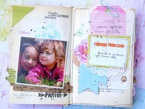 """d'un mini à partir d'un vieux livre à l'instar des """"Happy Little Moments"""", concept créé par Maggie Holmes. Il s'agit de regrouper toutes nos photos du quotidien prises à partir de nos smart phones (et qui ne finissent pas forcément dans nos pages) dans un livre altéré."""