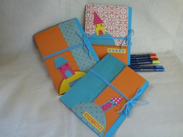 """Papiers, """"Les carnets de l'herboriste"""" (CHE05), """"Pigments fanatic"""" (SET 0097), """"Dizos trobos"""" (DZTRO04), """"Basi'like vert d'eau"""" (PACK 0085) et alphabets d'imprimeur ( SLE- 0002 et 0005)"""